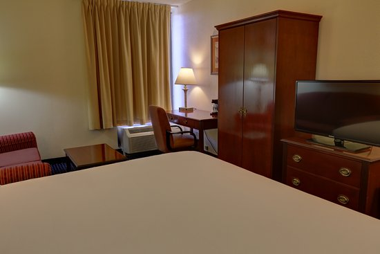 Foto de SureStay Plus Hotel by Best Western Chicago Lombard