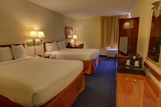 SureStay Plus Hotel Chicago Lombard Photo