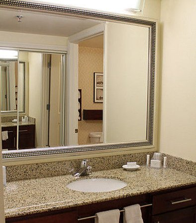 Waynesboro, فيرجينيا: Guest Room Vanity