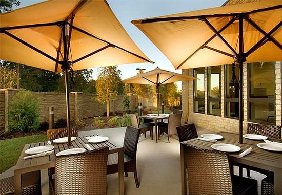 Lufkin, Техас: Outdoor Patio Dining Area