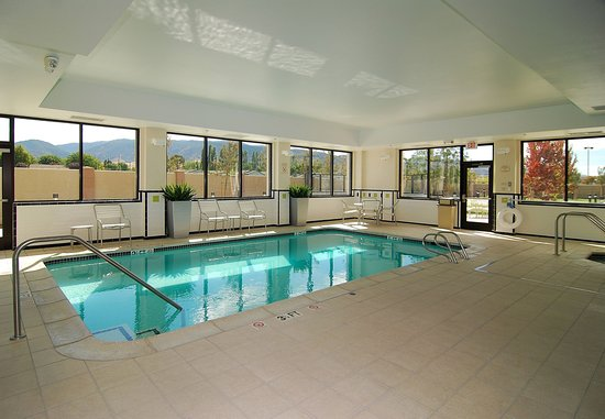 Tehachapi, CA: Indoor Pool & Spa