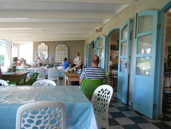 Winterton, Südafrika: A view of the indoor/outdoor dining area
