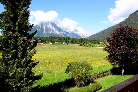 Leutasch, Austria: Garten Appartementhaus Handl
