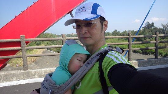 Hsinchu, Taiwan: 彩虹橋前,累了~