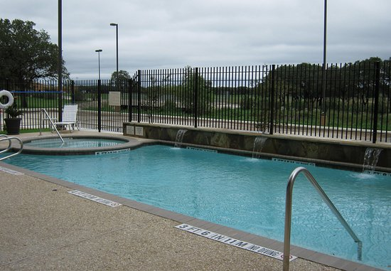 Boerne, TX: Outdoor Pool & Spa
