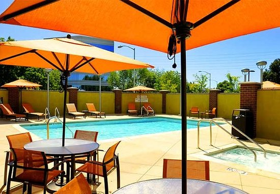 Campbell, Californien: Outdoor Pool