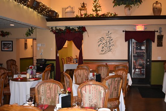 Jeffersonville, IN: Main dining room with European flare