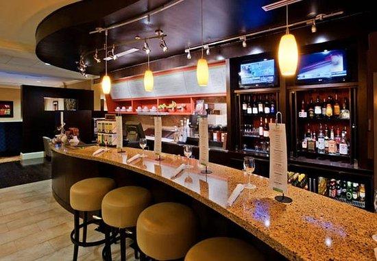 Courtyard Clemson: Bar