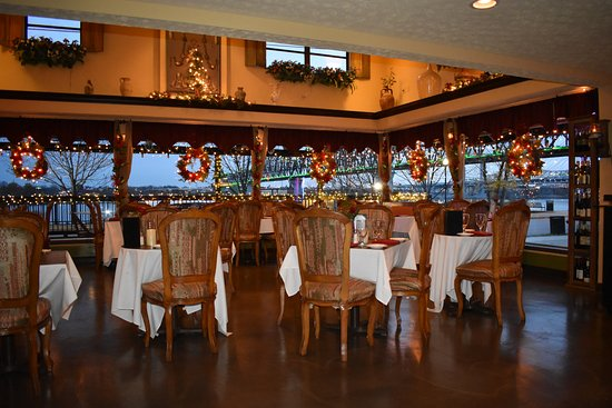 Jeffersonville, IN: Our main dining room is available for private parties and will accommodate up to 80 guests.