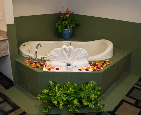 Best Western Galleria Inn & Suites: Jacuzzi Suite