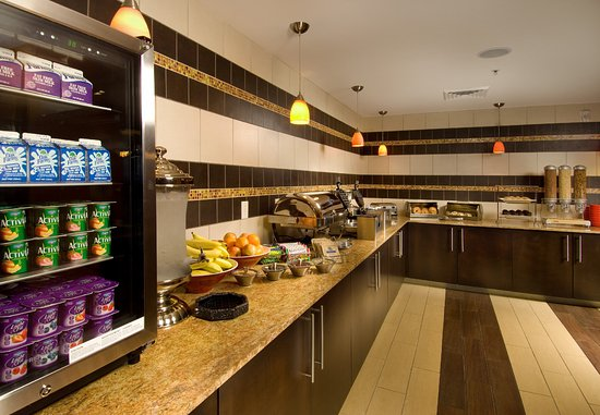 TownePlace Suites San Antonio Downtown: Breakfast Buffet