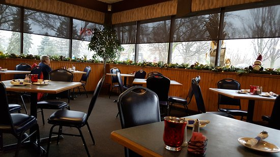 Walled Lake, MI: Nice dinning space with great soup and salads