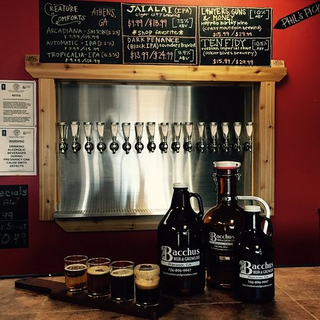 Hiawassee, GA: Bacchus Beer and Growlers - Your Craft Brew Center in the North Georgia Mountains!