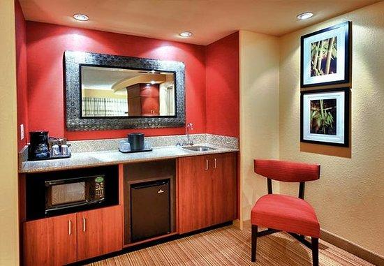 Alexandria, Luizjana: King Suite Wet Bar