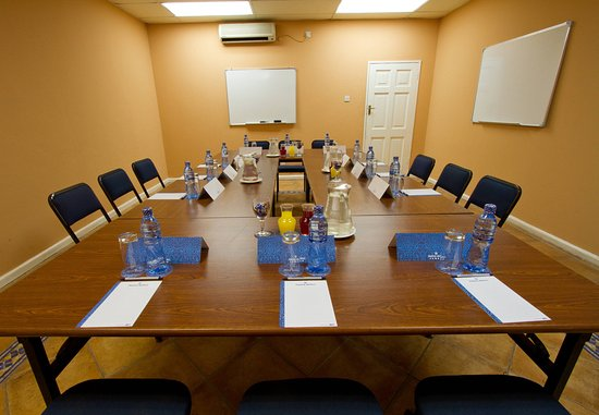 Chingola, แซมเบีย: Conference Room – Boardroom Setup