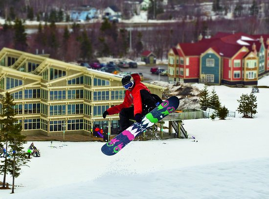 Deer Lake, Canadá: Snowboarding At Marble - Credit to NL Tourism