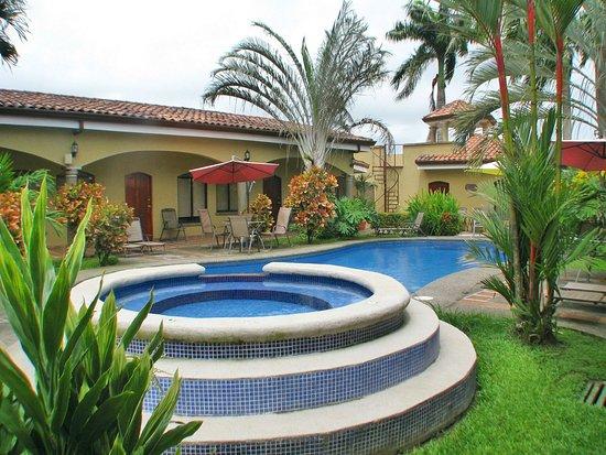 Playa Hermosa, Costa Rica: Las Brisas pool and tub