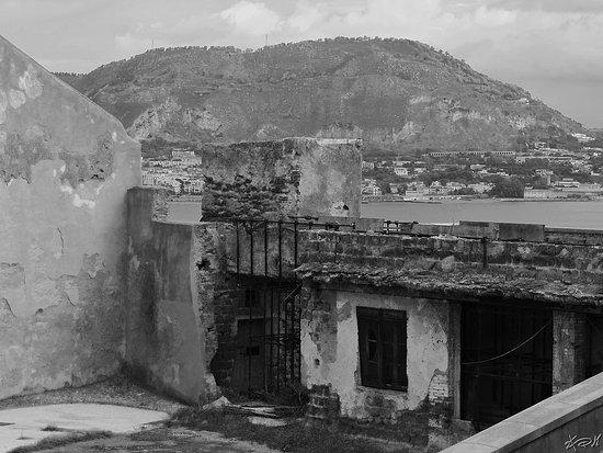 Baia, Itália: castello, parte inaccessibile