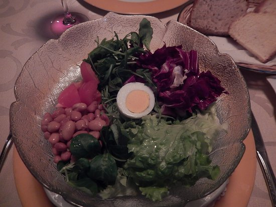 Guesthouse Ales: Mixed greens salad from restaurant menu