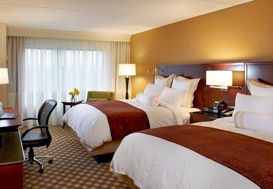 Naperville, IL: Queen/Queen Guest Room