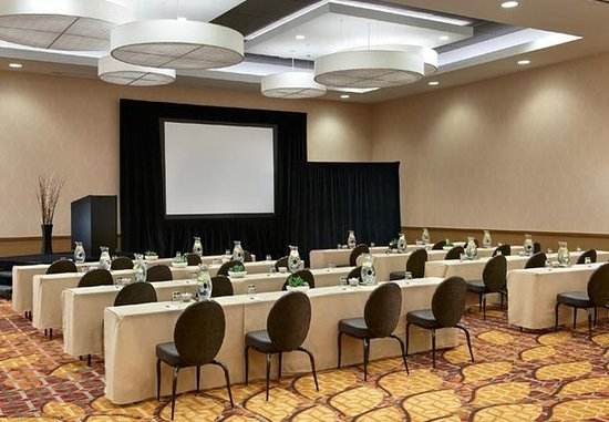 Naperville, IL : Grand Ballroom- Meeting Set Up
