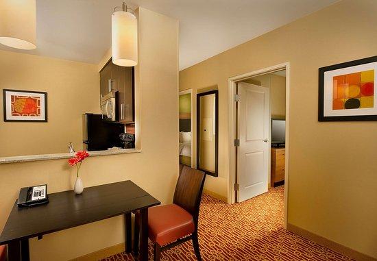 Bridgeport, فرجينيا الغربية: Two-Bedroom Suite