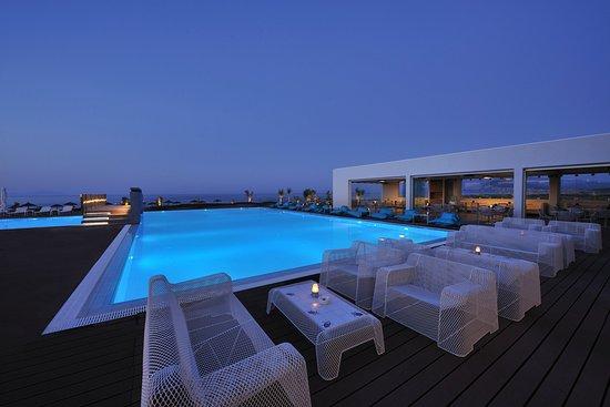 Agia Anna, Grécia: Pool by night