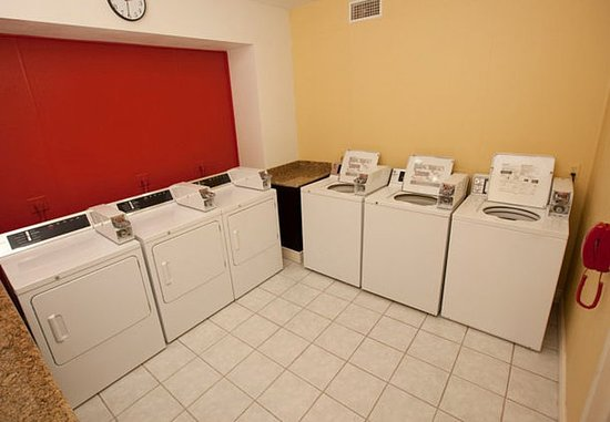 Clute, TX: Guest Laundry Facility