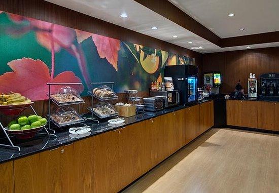 Fairfield Inn & Suites Fort Worth I-30 West Near NAS JRB: Breakfast Bar