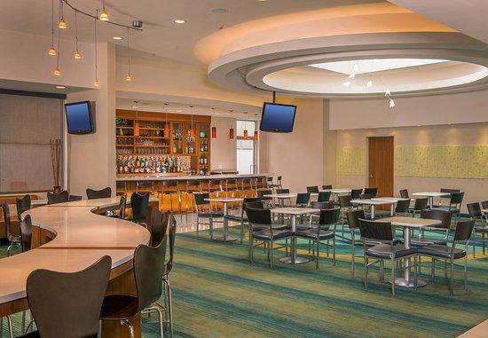 Corona, NY: Lobby Bar & Dining Area