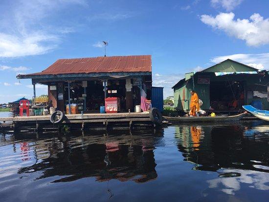 Battambang, Camboya: the lunch stop @ floating village
