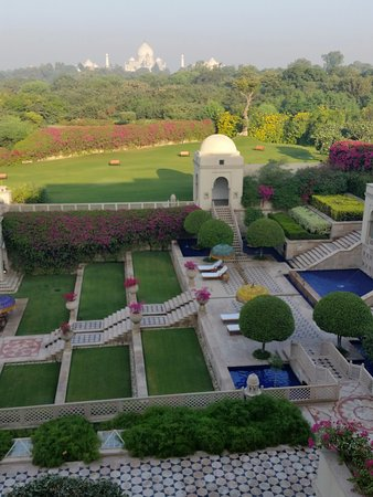 The Oberoi Amarvilas: view from our room with balcony
