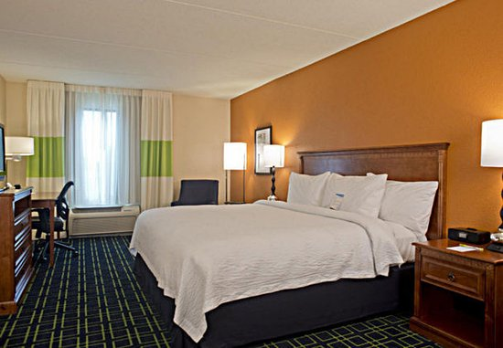 Fairfield Inn & Suites Valdosta: King Guest Room