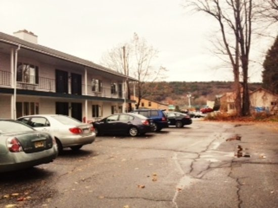 Colonial Motel & Spa Image