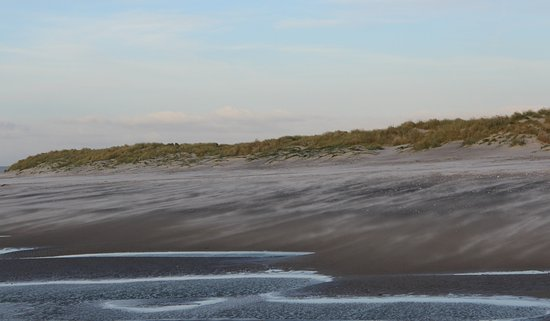 West Wittering, UK: Dunes, blowing sand and the tide