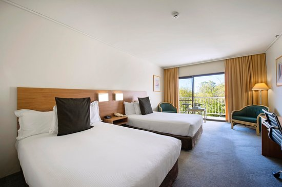 Doubletree by hilton hotel alice springs updated 2017 for Garden guest room