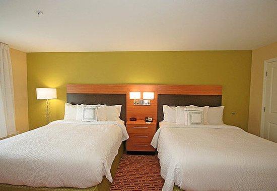 Aiken, Güney Carolina: One-Bedroom Queen/Queen Suite - Sleeping Area