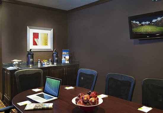 Gainesville, GA: Executive Boardroom