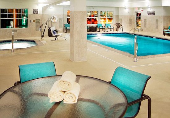 Largo, MD: Indoor Pool & Spa