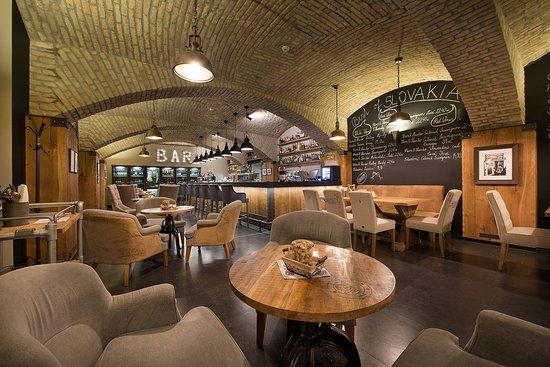 LOFT Hotel Bratislava: Coffee and Wine Lounge