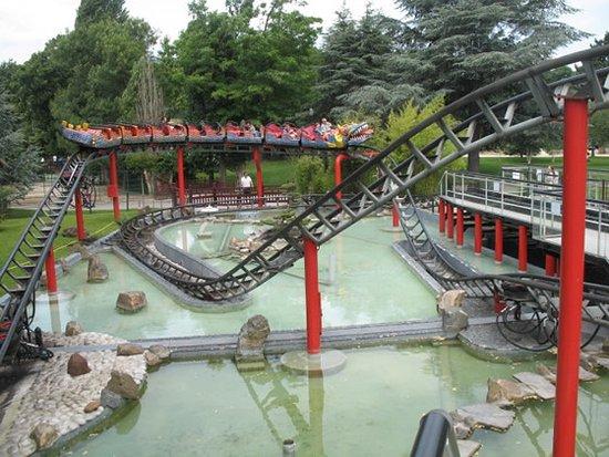 Le Manege Du Dragon Picture Of Jardin D Acclimatation Paris