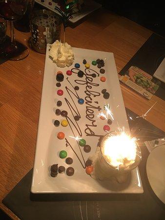 Hengelo, Belanda: Leuk dessert vanwege een verjaardag. Van het huis