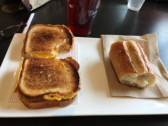 East Hanover, Nueva Jersey: Panera Bread - my grilled cheese sandwich
