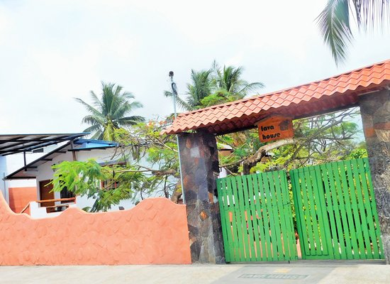 Lava House Hostal: Entrance