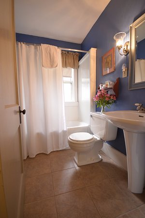Jaffrey, NH: Rachel's Bathroom