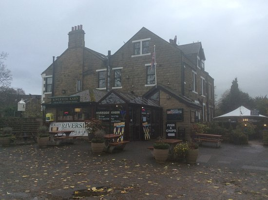 Ilkley Riverside Hotel: Side of hotel with Fish & Chip cafe.