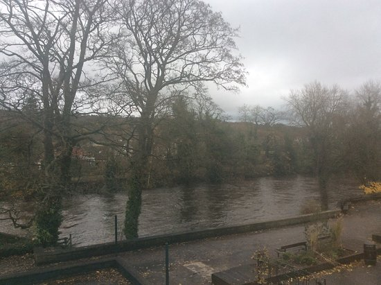Ilkley Riverside Hotel: River Wharfe from bedroom