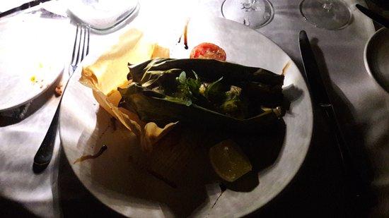 Bel Ombre, Seyşeller: Red Snapper im Bananenblatt