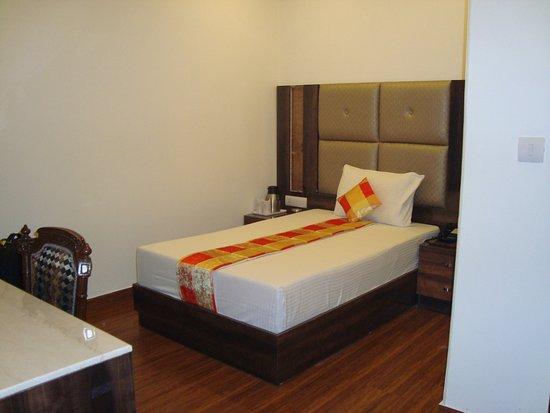 Hotel SunStar Grand: My friend's room (newly refurbished)