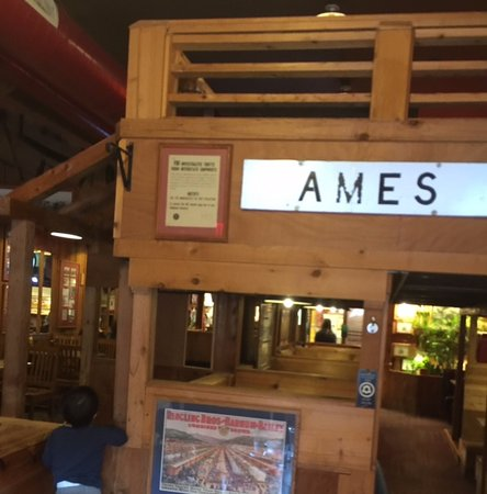Ames, Αϊόβα: Front entrance. Only one table the seats more than 4.